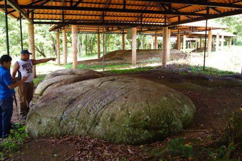 Painted-Stones-Petroglyphs-Archaeological-Park